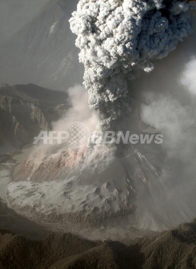 チリ、チャイテン火山の噴火続く