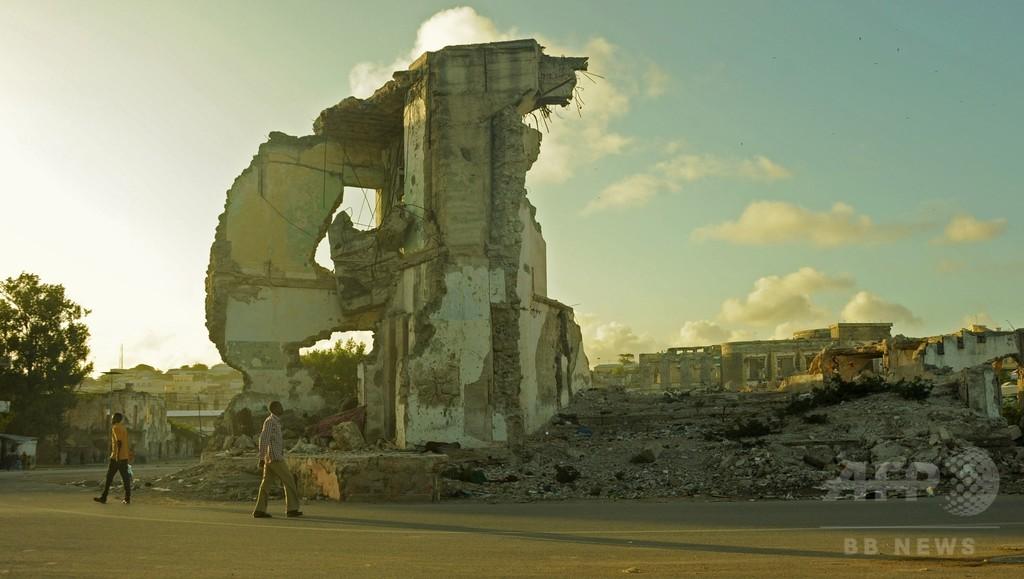 ビーチで思い思いの夕暮れ、ソマリア首都