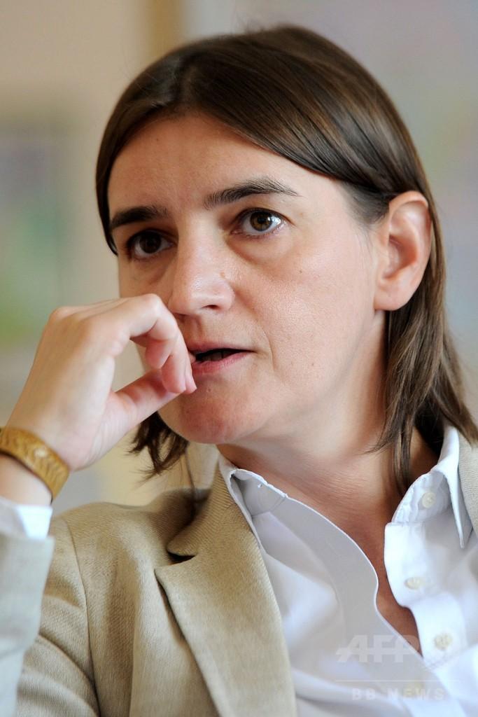 セルビア首相に同性愛公表の女性、バルカン諸国初