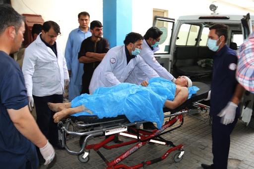 アフガン首都の教育施設に自爆攻撃、37人以上死亡 生徒が犠牲