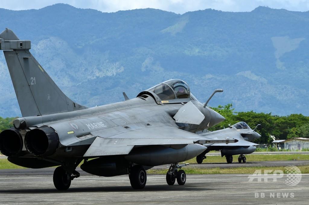 仏海軍の戦闘機7機、インドネシアに緊急着陸 全機無事