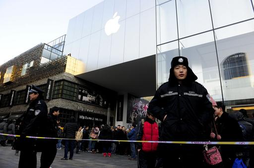 中国で「iPhone 4S」発売めぐり大混乱、販売を一時中止