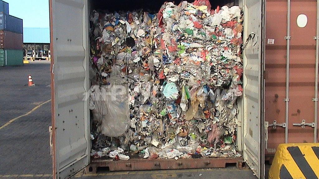 リサイクル用プラスチックのコンテナから家庭ごみ1400トン、英国から輸入 ブラジル