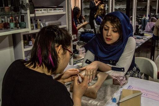 アフガニスタン女性の聖域、首都カブールの美容院