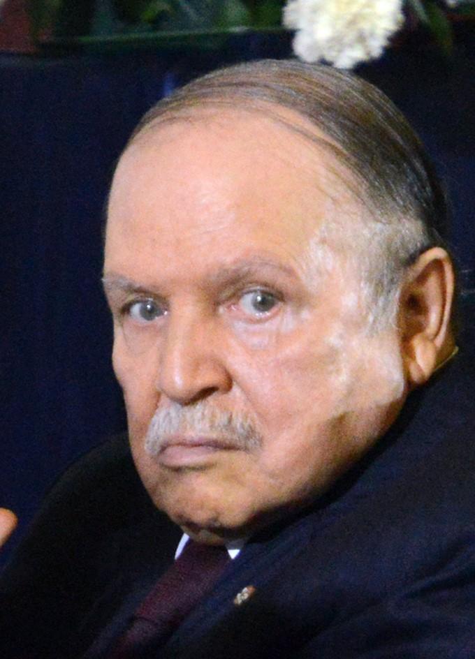 ブーテフリカ大統領が辞任 アルジェリアで20年政権握る