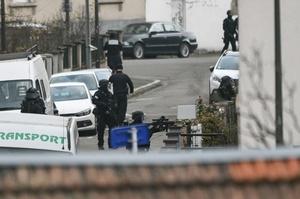 仏銃撃、警察が容疑者射殺 関係筋