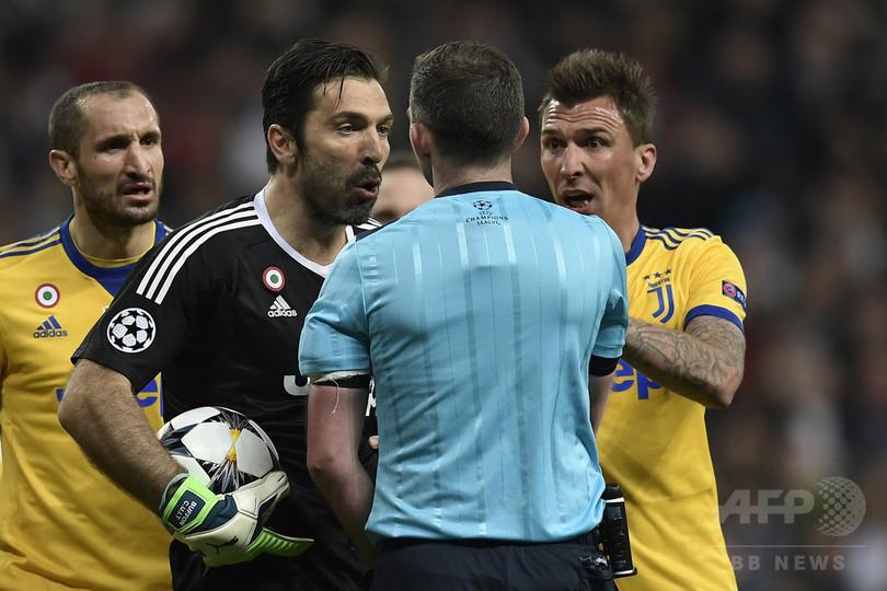 ブッフォンにUEFA大会3試合の出場停止処分、審判批判で