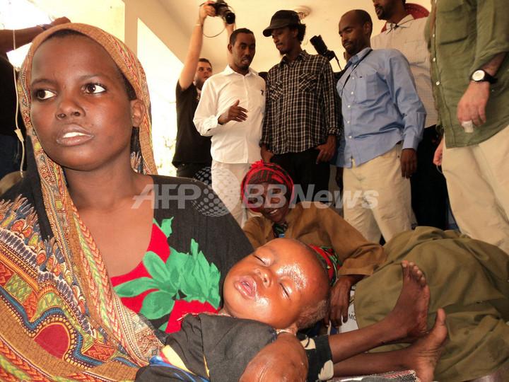 ケイナーンが20年ぶり祖国訪問、飢餓のソマリア
