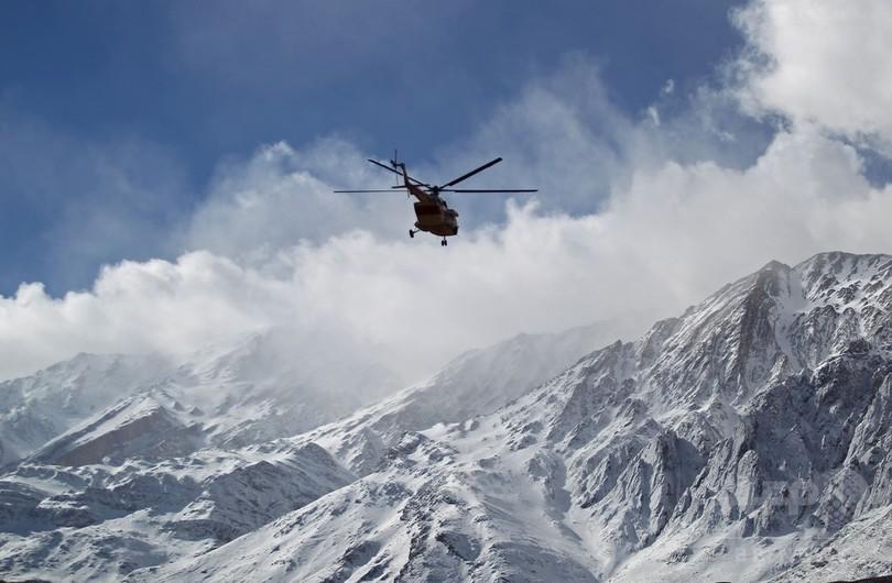 イランの旅客機墜落、救助隊が機体の残骸発見