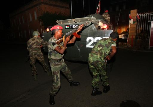 マダガスカル軍、大統領府へ突入 内部で銃撃戦