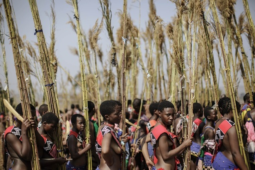 王の花嫁選びの伝統儀式「リードダンス」、スワジランド