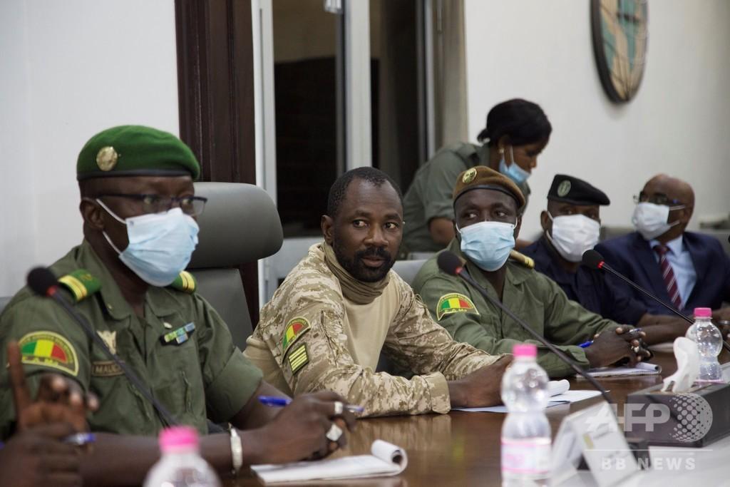 マリ軍事政権、3年間の軍政を希望 大統領の解放に同意