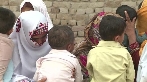 動画:パキスタン南部で600人以上がHIVに感染、汚染された注射器が原因か 現地の映像