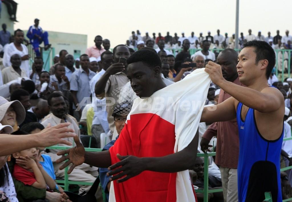 はだしの外交官、スーダンで平和のレスリングに挑戦