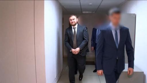 動画:ロシア、議会開会中に議員を逮捕 2人の殺害容疑