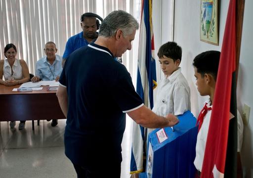 キューバ、民間投資など容認の改憲案を国民投票で承認