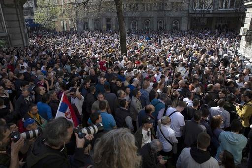 セルビア首都で数千人が反政府デモ、ブチッチ政権の強権体質に抗議
