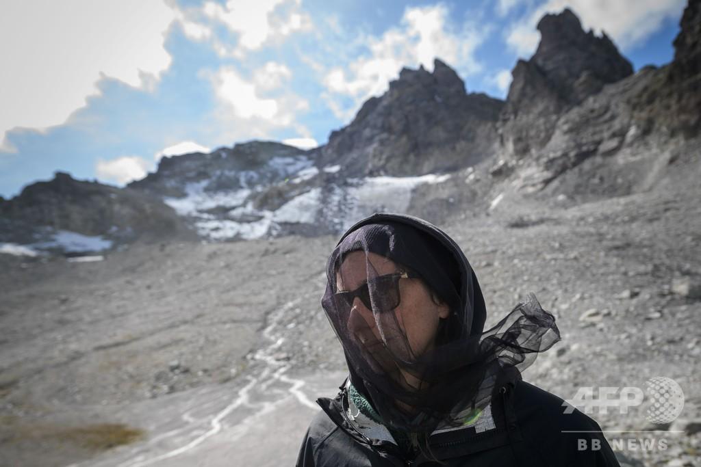 スイス・アルプスで氷河の「葬送行進」 250人が喪服で登山
