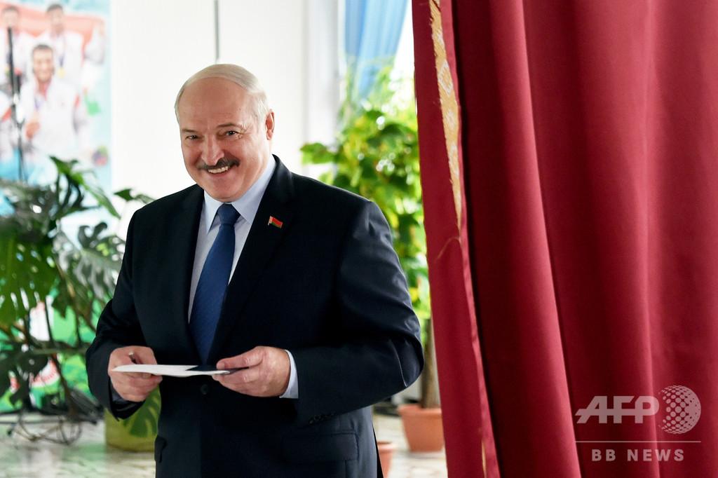 ベラルーシ大統領選、現職ルカシェンコ氏当選確実 公式出口調査