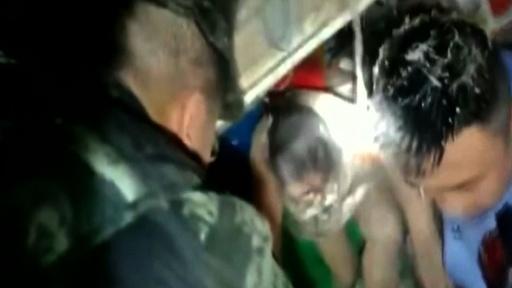 動画:中国・四川省でM6.0の地震、11人死亡 122人負傷 救出活動の映像