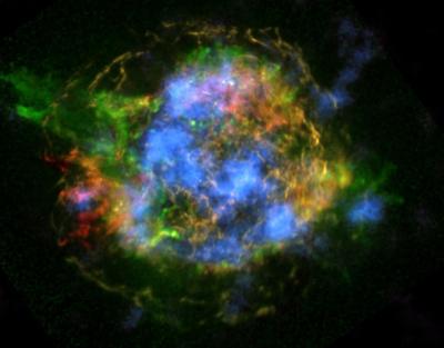 星の爆発で「ガラス」生成、新発見で明らかに