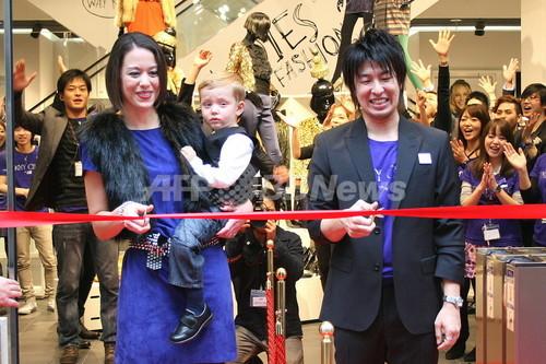 Jimmy Choo for H&M発売開始、約3000人が行列