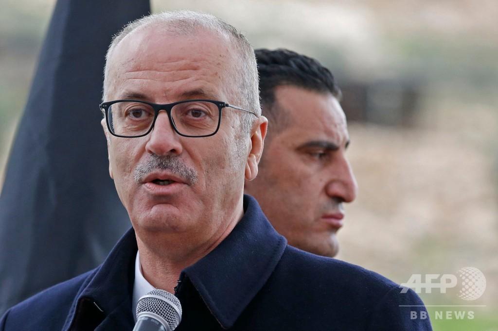 パレスチナ首相が辞表 アッバス議長は立場を強化か