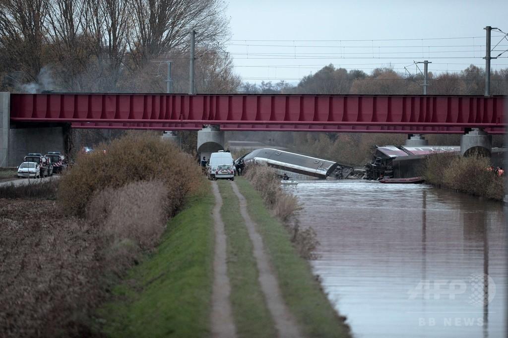 TGVが試験走行中に脱線、10人死亡 フランス