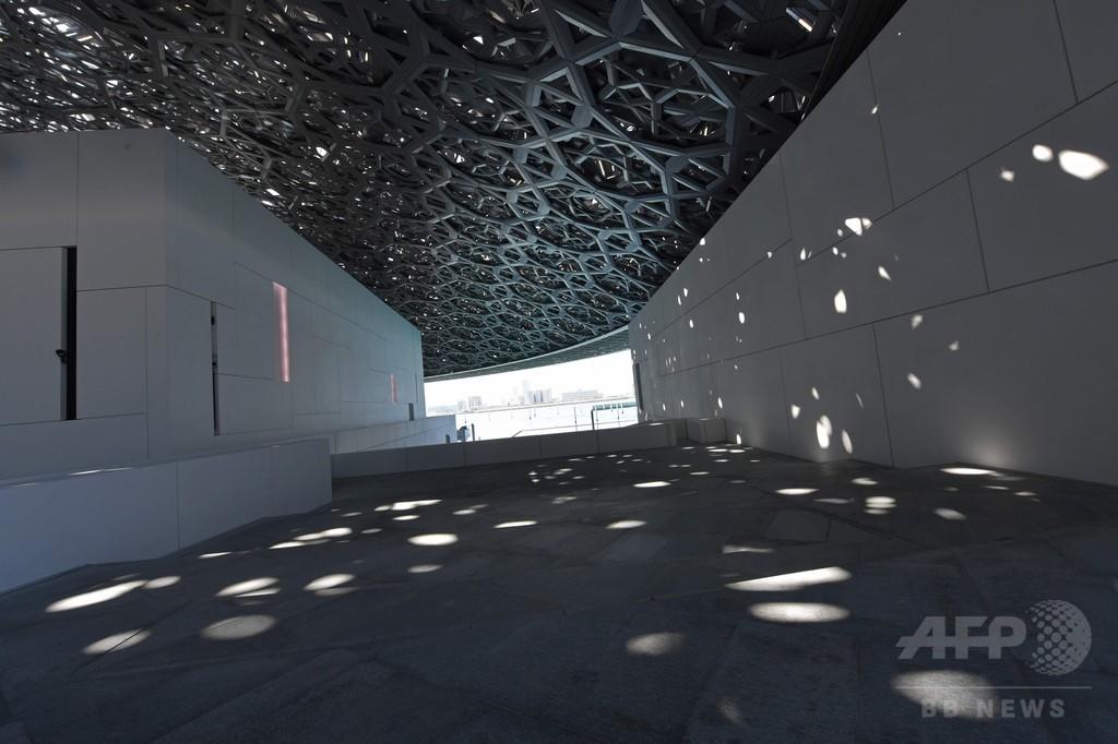 ルーブル美術館初の海外別館、アブダビに開館