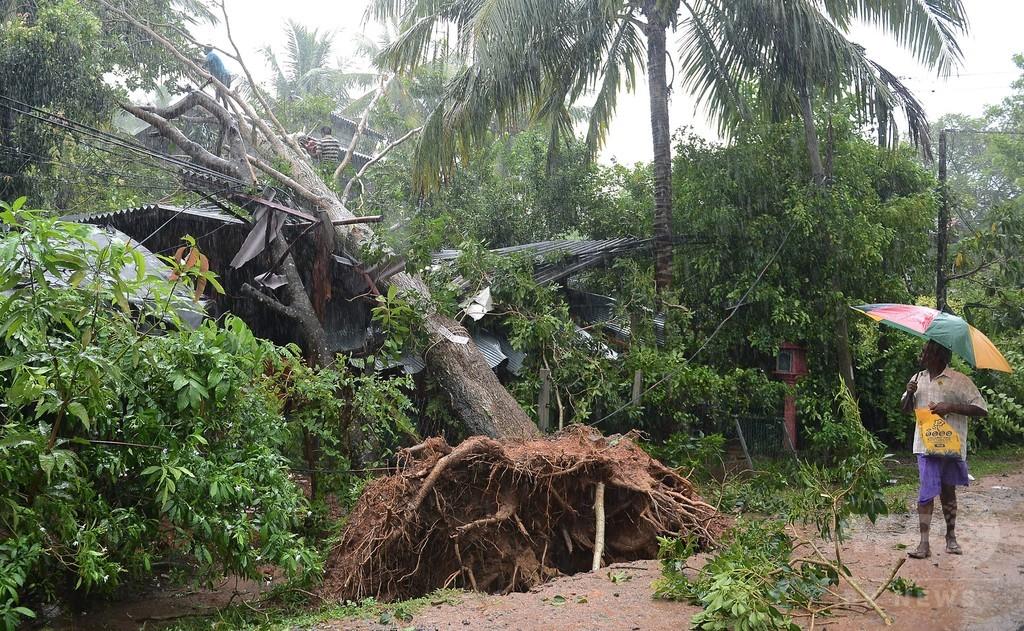 スリランカ、暴風雨により7人死亡 被災地支援のため軍を派遣