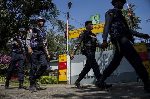 スー・チー氏の邸宅に火炎瓶投げ込まれる、ミャンマー