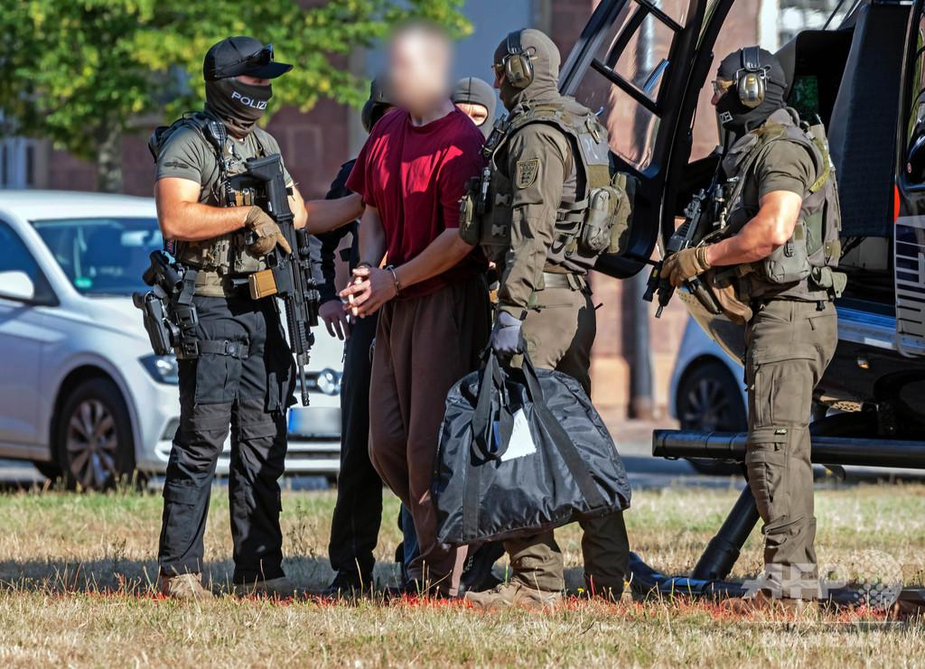 極右組織の強制捜査、警官1人含む12人逮捕 ドイツ