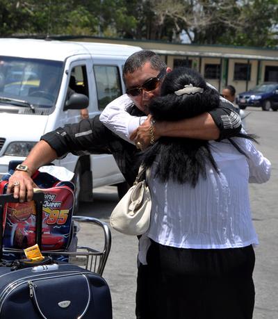 キューバへの送金と渡航制限を撤廃、米国