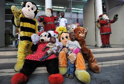 何のキャラクターか分かりますか…?アフリカのおもちゃ屋さんイベント