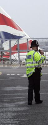 英国警官はセックスの最中も職務に忠実?