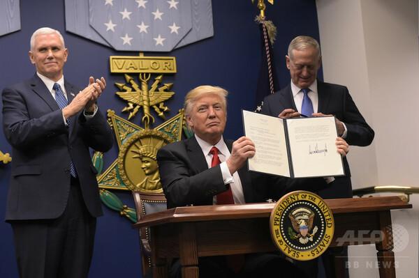 トランプ大統領、米軍の「偉大なる再建」目指す大統領令に署名