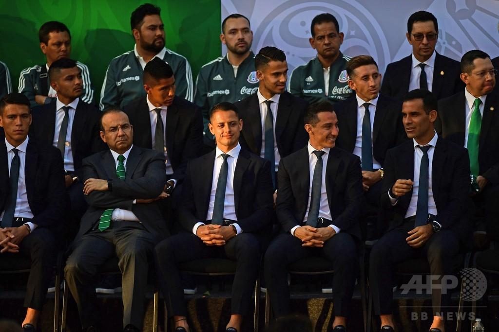 メキシコ代表に売春婦スキャンダル、W杯前に30人と夜遊びか