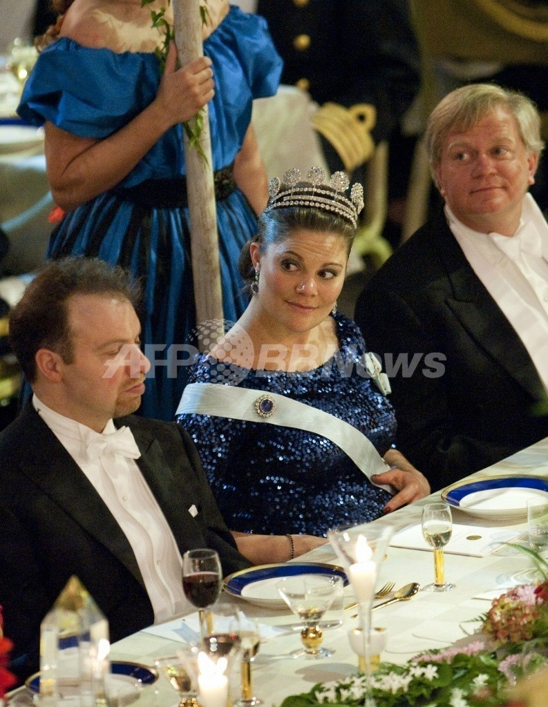 スウェーデンのビクトリア王女が女児出産、首都で祝砲
