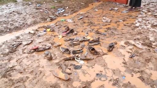 動画:教会での礼拝中に参列者ら転倒、20人死亡 タンザニア