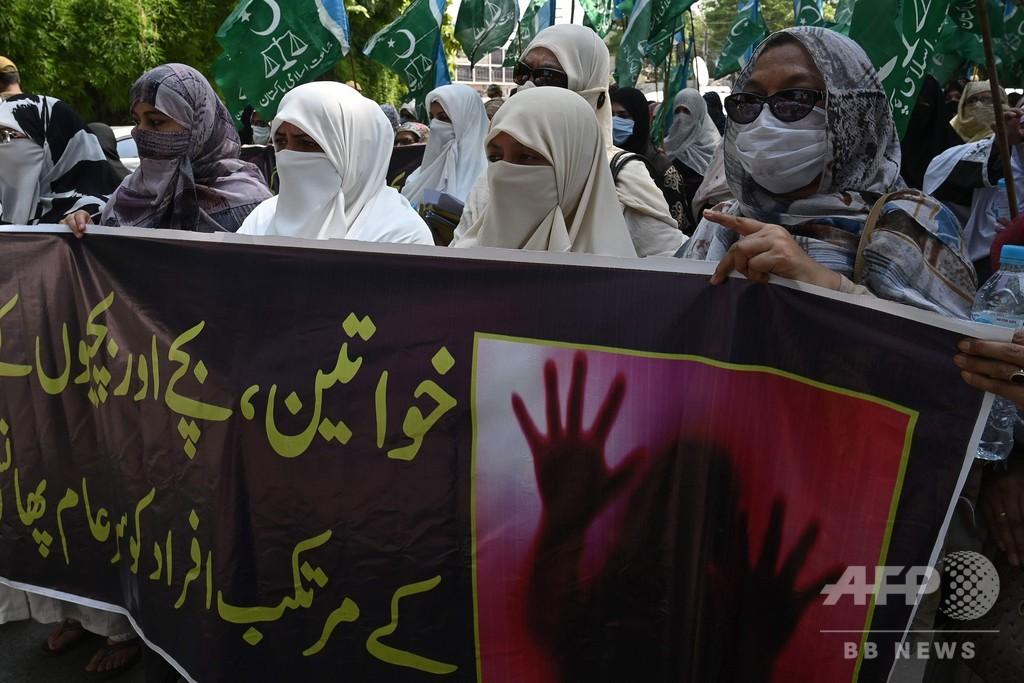 レイプ被害者を非難、警察署長の発言に抗議デモ パキスタン