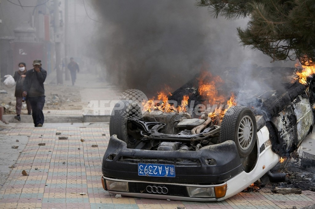 チベットの抗議活動、暴動に発展