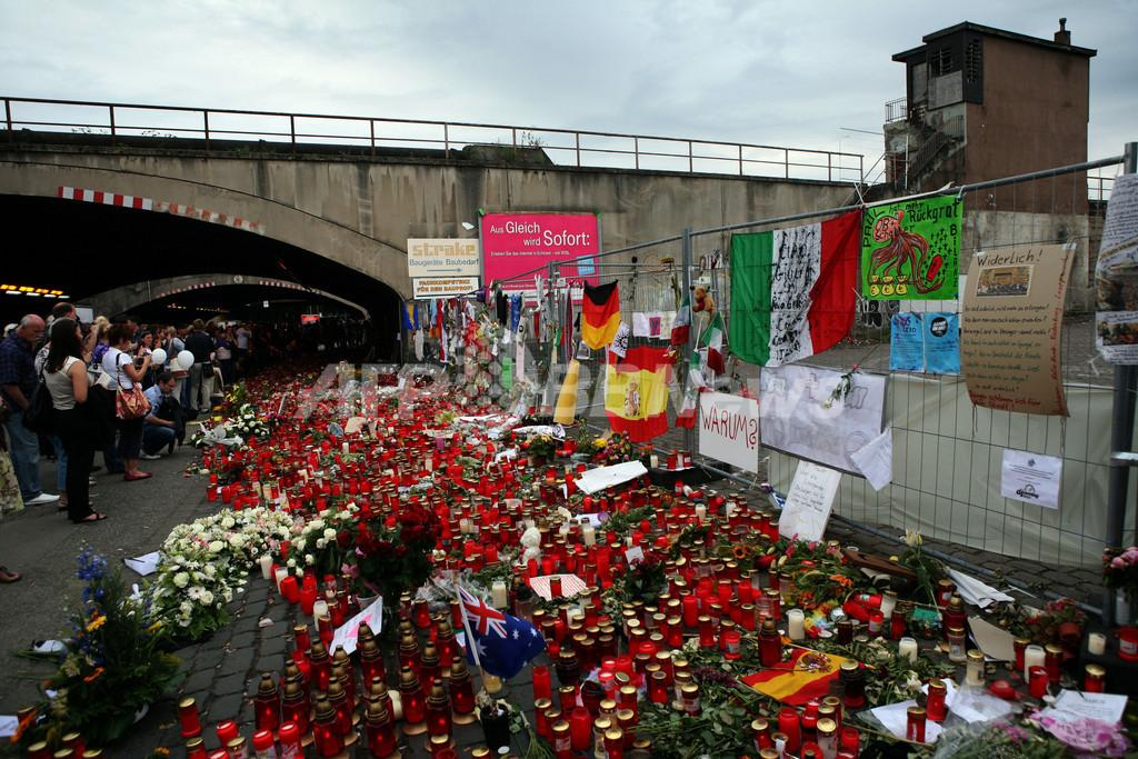 ラブ・パレード死者の追悼礼拝、主催者や市長姿見せず