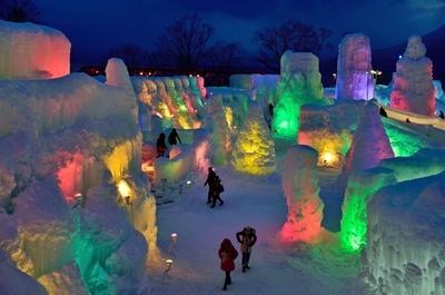 神秘的な氷の世界「千歳・支笏湖氷濤まつり」開幕