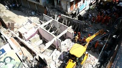 動画:インド首都でアパートが崩壊、5人死亡