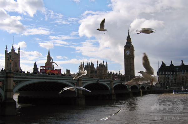 テムズ川岸で居眠り、川に落ちた男性救助される 英ロンドン