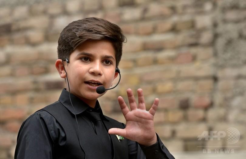 パキスタンが熱狂する11歳の「モチベーショナルスピーカー」は本物か?