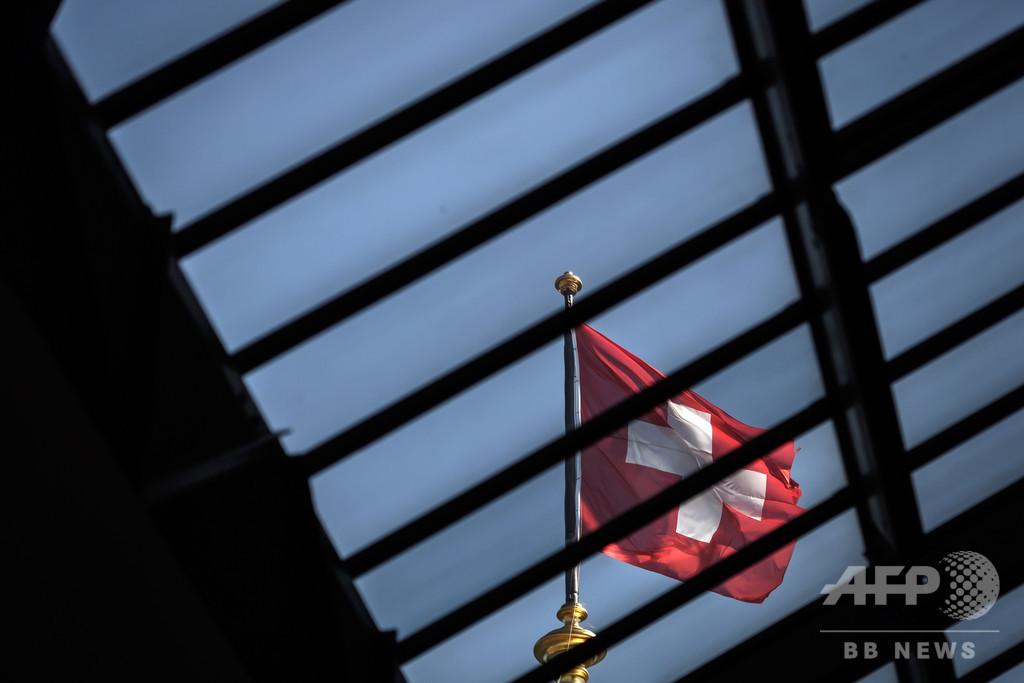 校則違反に「恥ずかしいTシャツ」強制 中学生ら抗議 スイス