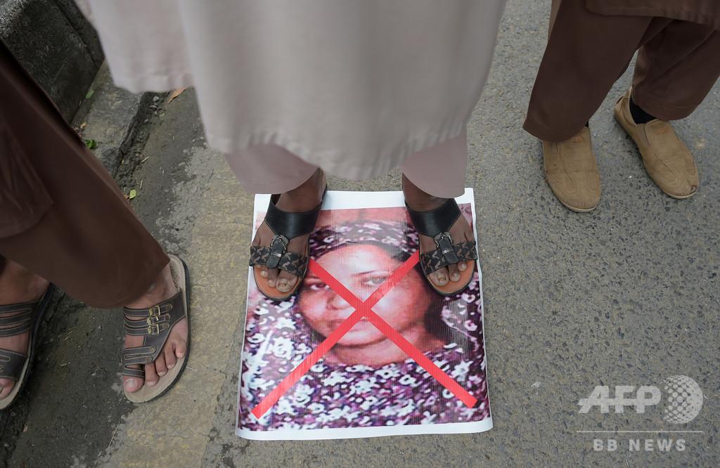 イスラム冒涜で元死刑囚のキリスト教徒女性、パキスタン出国