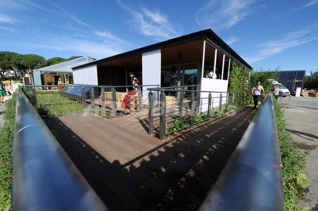 世界の大学が競うソーラー住宅コンペ、スペインで開催