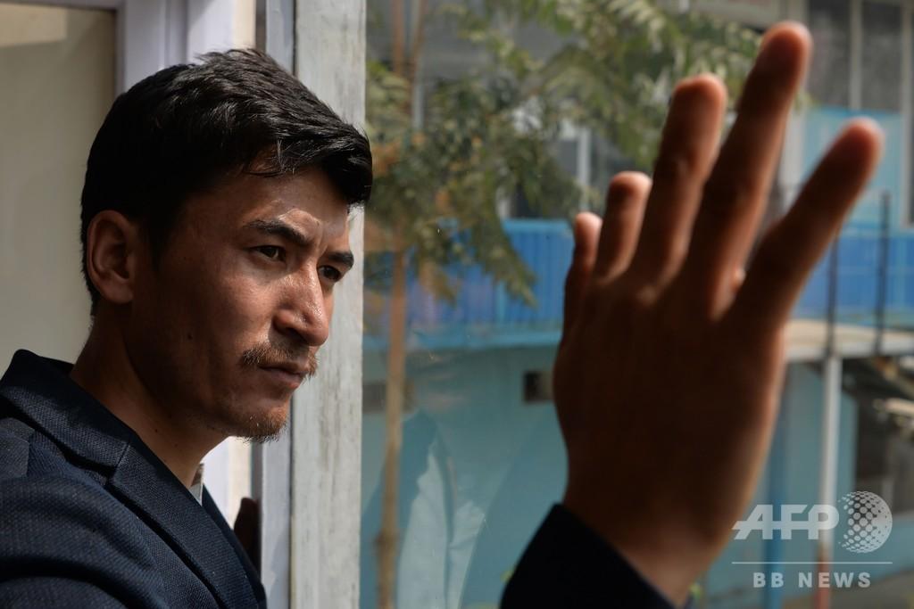 選挙に行った「罰」…タリバンに指を切断された小説家 アフガニスタン